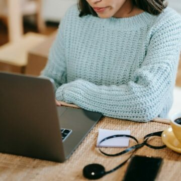 noia a l'ordinador