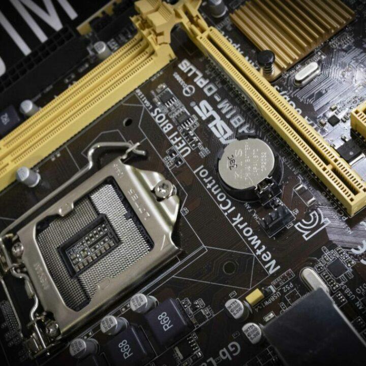 Placa Base on els connecten tots els components de l'ordinador.